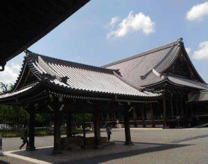 西本願寺の手水舎