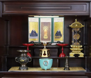 家具調仏壇仏具並べ方