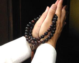 浄土宗の数珠の正しい持ち方