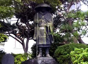 親鸞聖人銅像