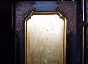 仏壇の外扉金箔洗浄