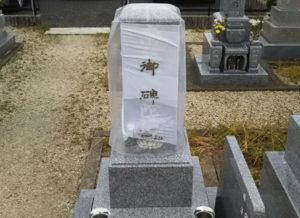 墓石の白い布